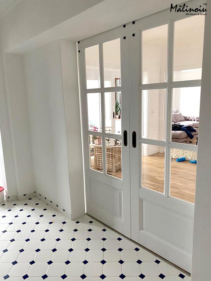 Ușă glisantă dublă din lemn
